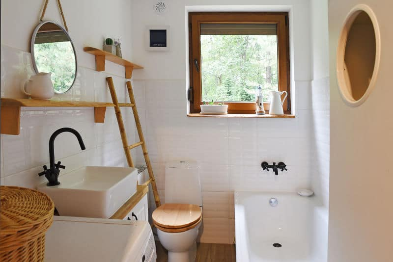 Smartly designed small bathroom